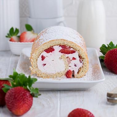 Protein Erdbeer-Biskuitrolle