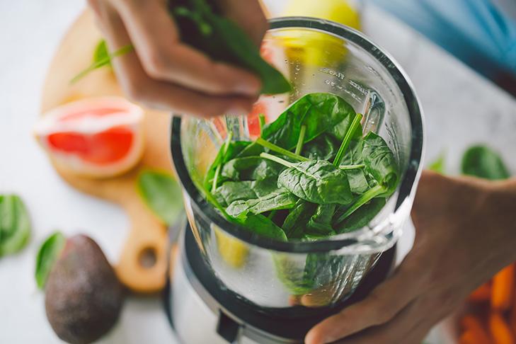 Prozess der Herstellung gesunde smoothie